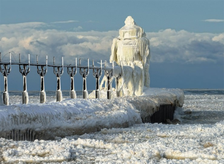 frozen-Lighthouse