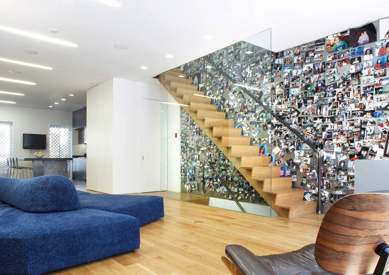 Stylish Picture Wall Ideas for Stairs 2