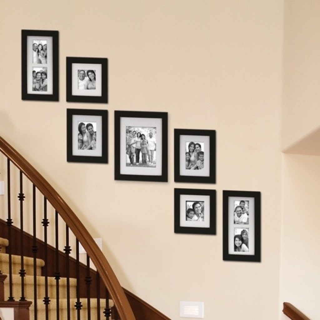 Best Picture Wall Ideas for Stairs 1