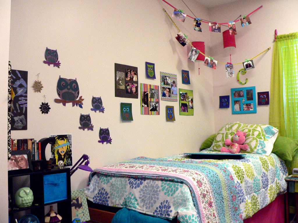 picture-wall-ideas-for-dorm