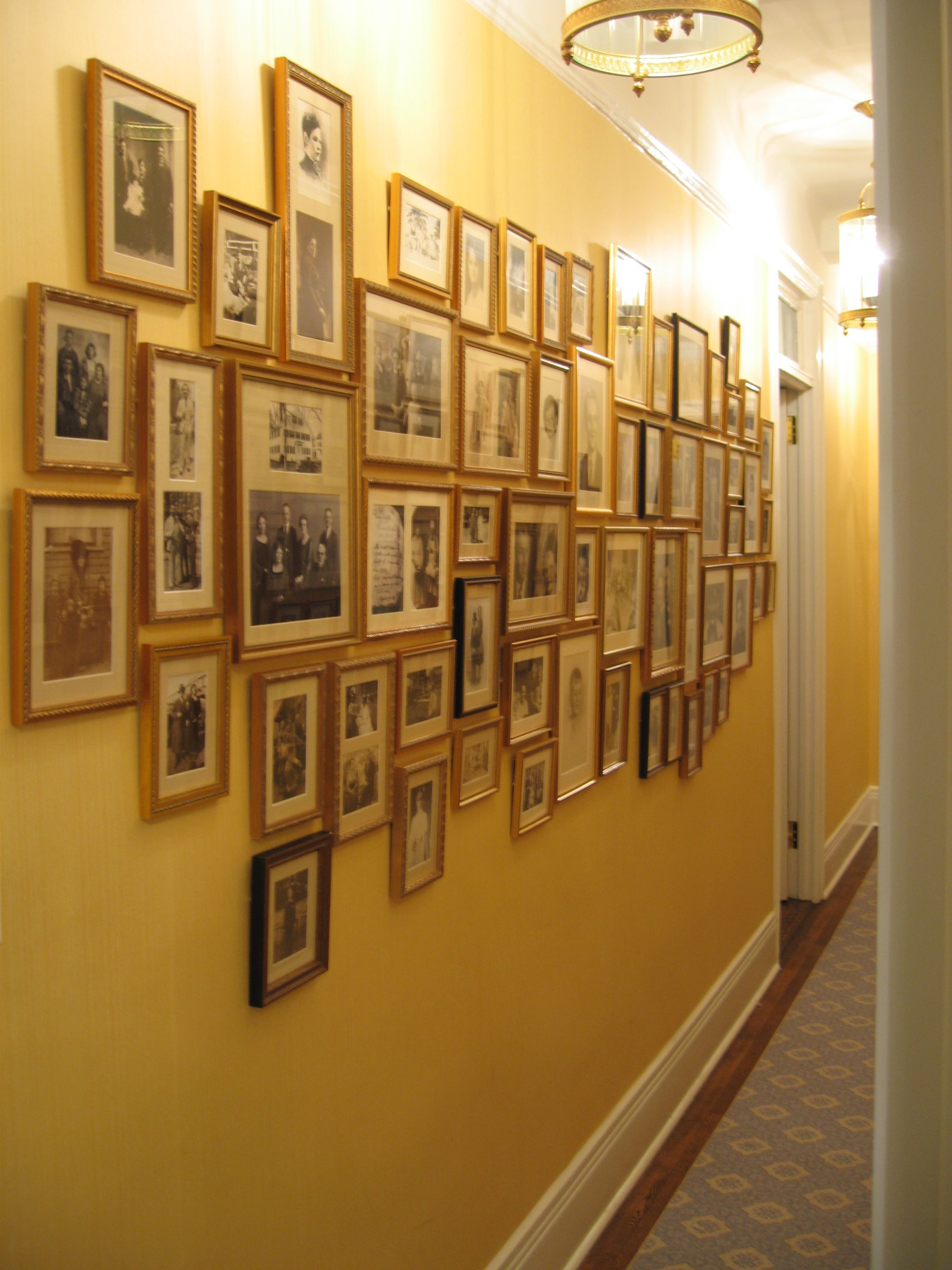 picture-wall-ideas-for-hallway